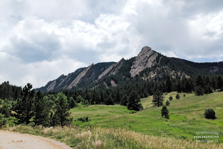 Best Hikes In Colorado: 7 Local Spots and Hiking Tips [Checklist]