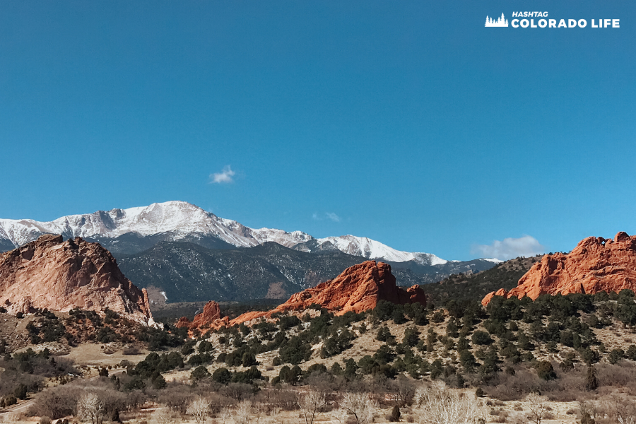 pikes peak at garden of the gods