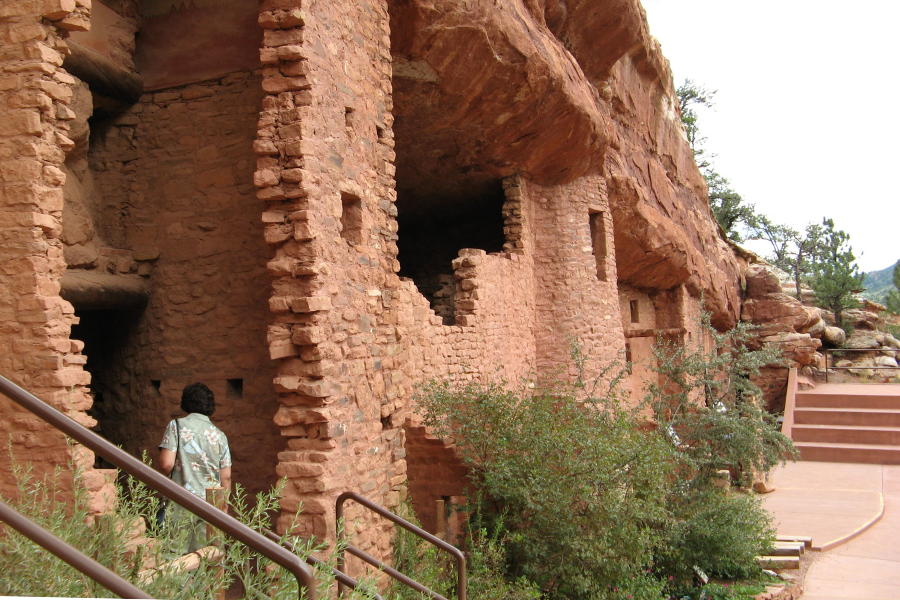 manitou cliff dwellings in colorado