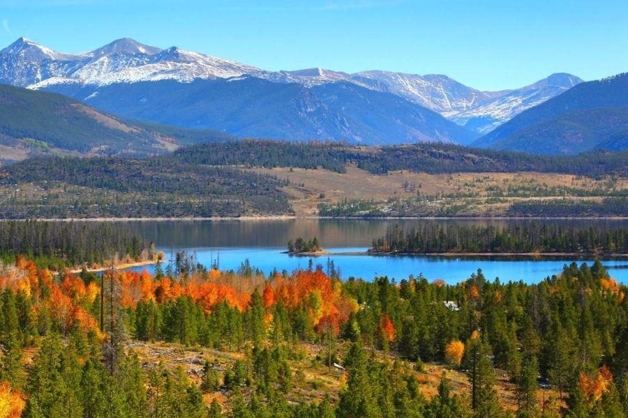 lake dillon in the fall